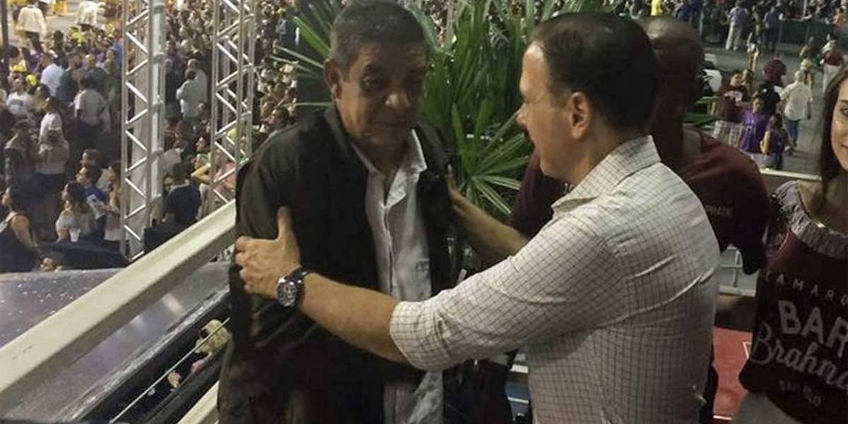 Abraço de Doria em Zeca Pagodinho no carnaval vira meme