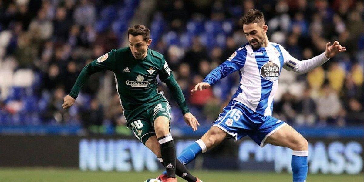 Andrés Guardado salió lesionado del juego ante Deportivo La Coruña