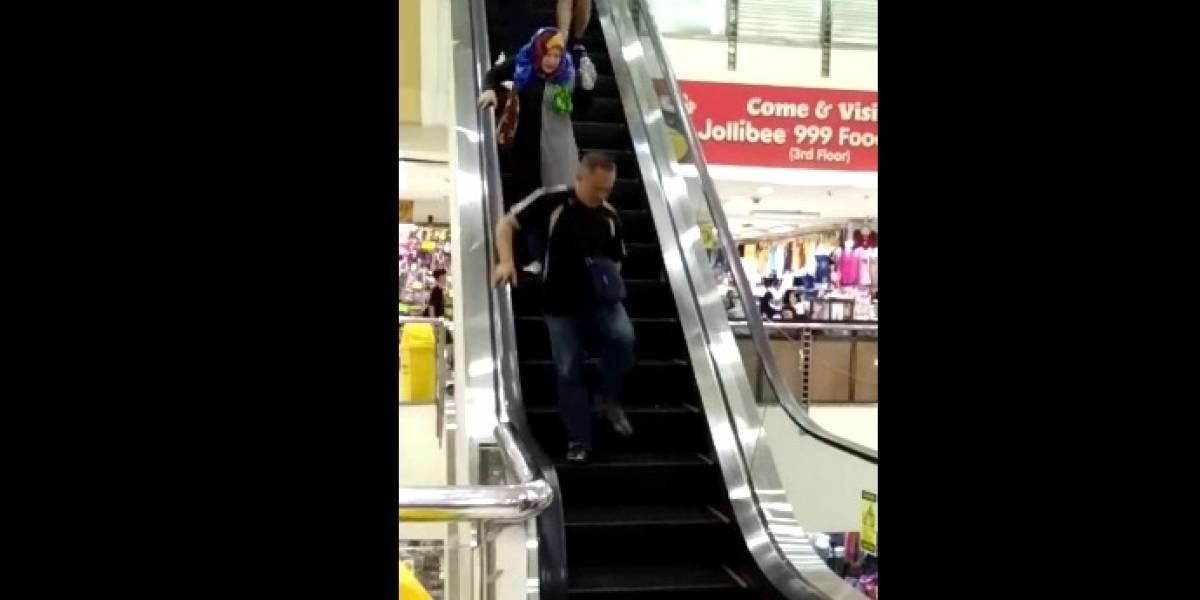 Video: Ratón en escaleras eléctricas de centro comercial provoca pánico