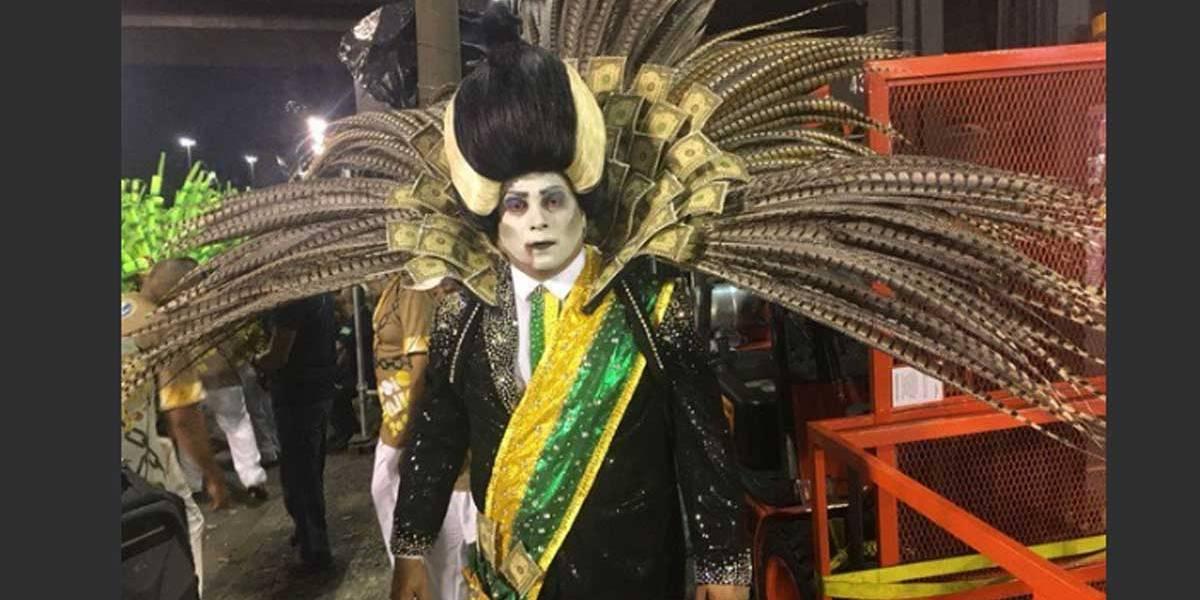 Fantasia de presidente 'vampiro' em Carnaval do Rio bomba nas redes sociais