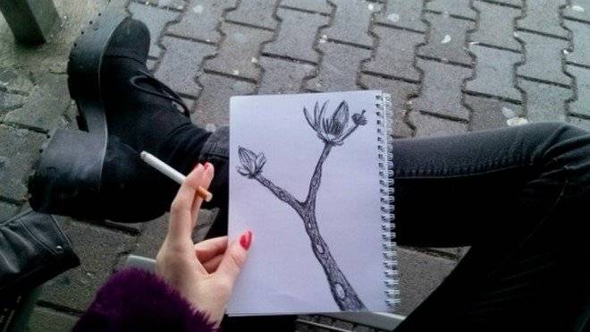cigarettesdrawingsgirlspalefavim660x650.jpg
