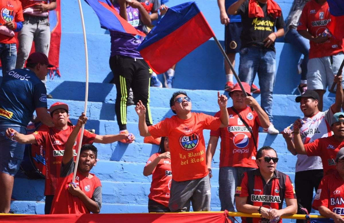 Los rojos disfrutaron del triunfo de su equipo.