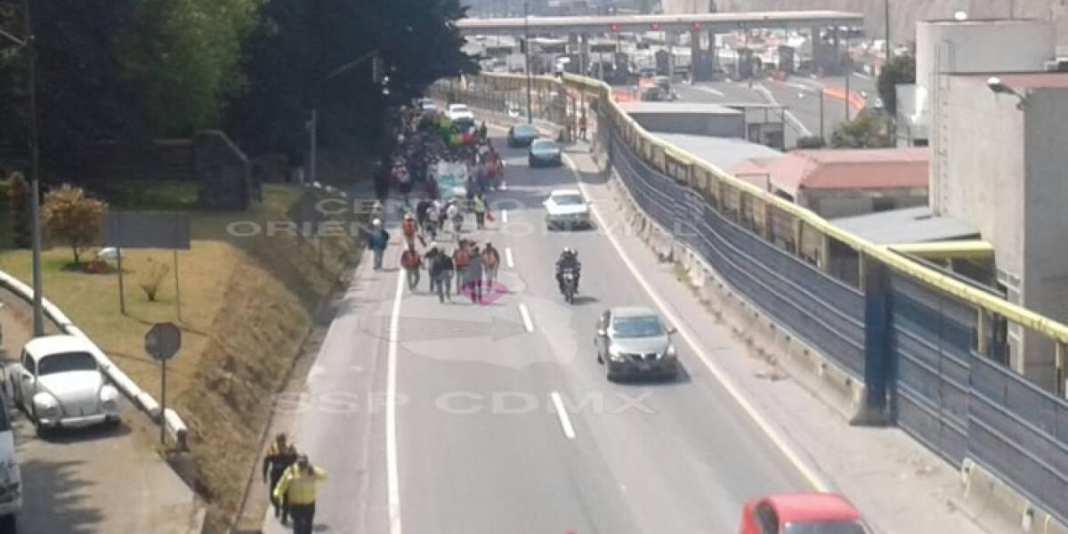 Manifestantes causan caos vial en la México- Toluca