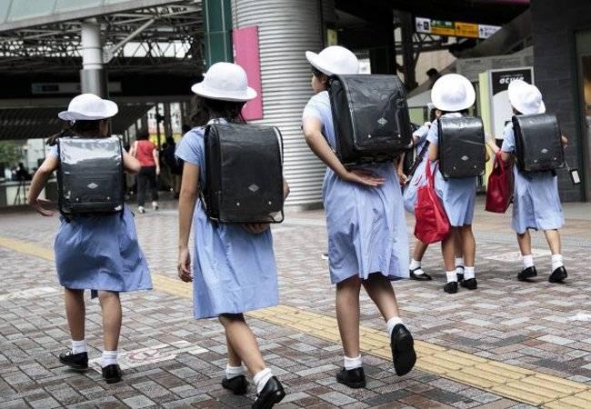 Escuela en Japón quiere uniformes de Armani para sus alumnos
