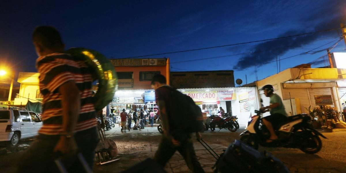 Camino de venezolanos hacia Colombia se endurece pero migración masiva continúa