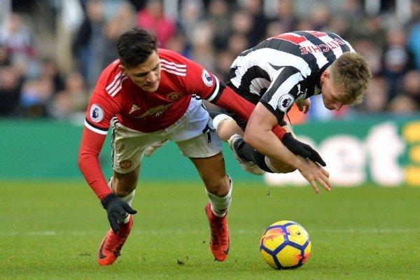 Alexis no estuvo fino ante Newcastle / imagen: Getty Images