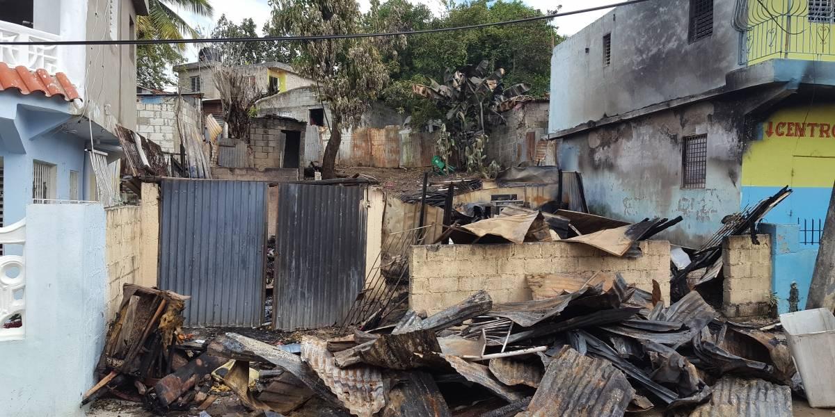 Dos familias perdieron sus casas en un voraz incendio piden ayuda a autoridades para reconstruirlas