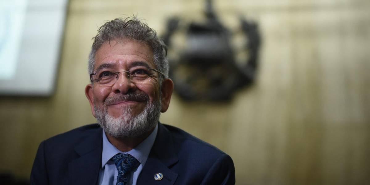 Juez Miguel Gálvez brinda el reconocimiento a su personal