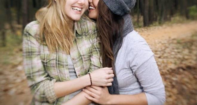 lesbianhomosexualfriendsgirlslaughingwalkwomen660x650.jpg