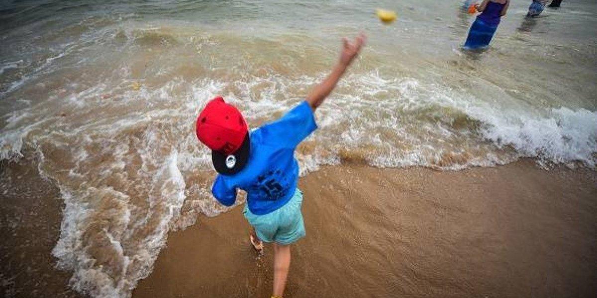 El extraño caso que sorprende a la comunidad médica: niño cayó sobre las rocas en la playa y algo desagradable creció bajo su piel