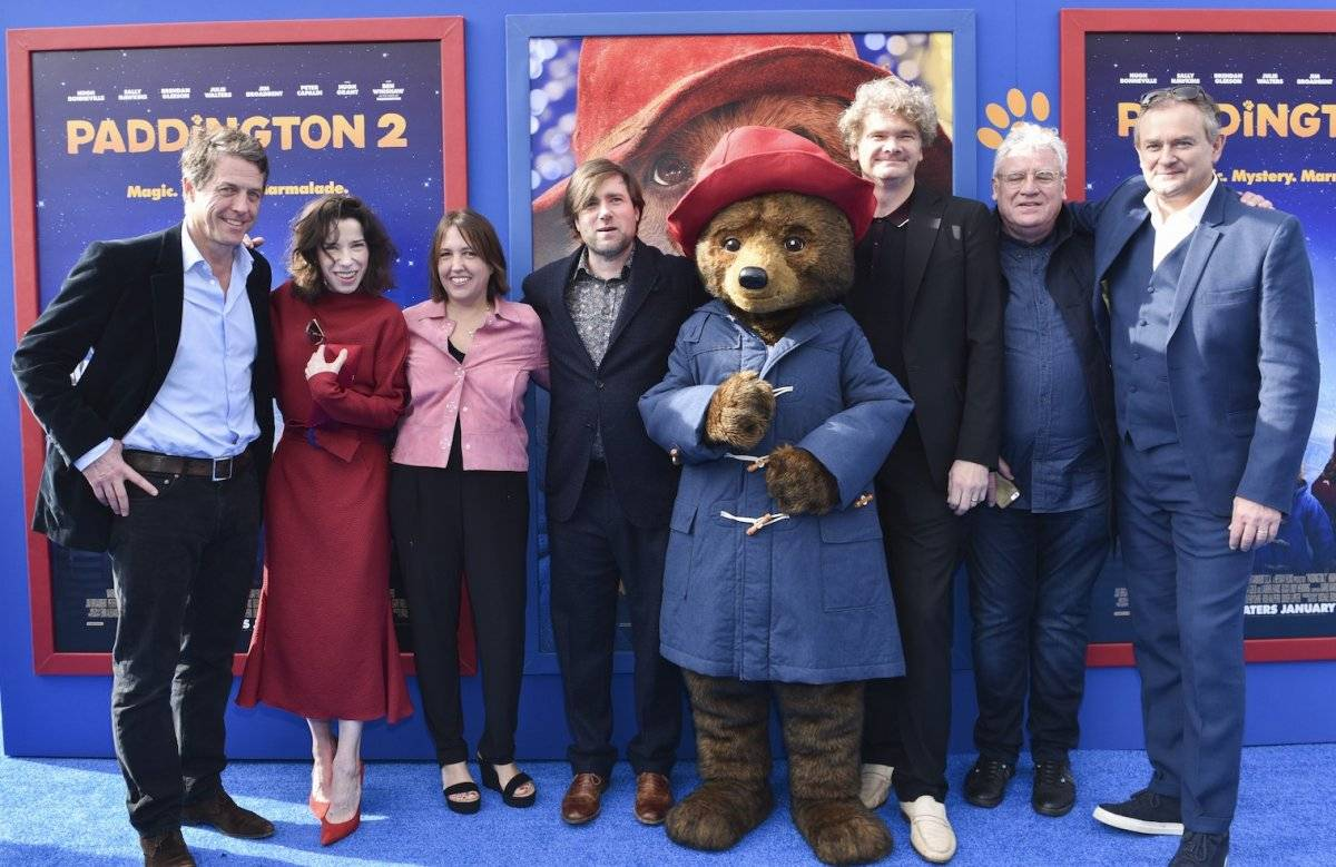 "Hugh Grant, Sally Hawkins, Lindy Hemming, Paul King, Paddington, Simon Farnaby y Hugh Bonneville presentaron el filme ""Paddington 2"". Foto: AFP"