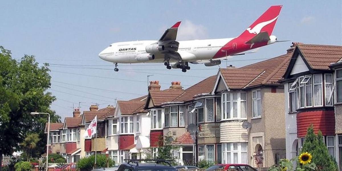 Bomba en el río Támesis provoca cierre de aeropuerto en Londres