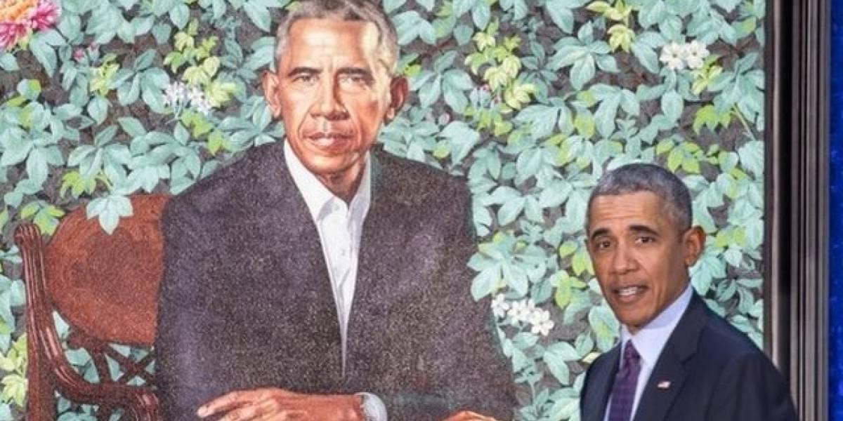 Jazmines, lirios y crisantemos: qué simbolizan las flores en el llamativo fondo del retrato oficial de Barack Obama