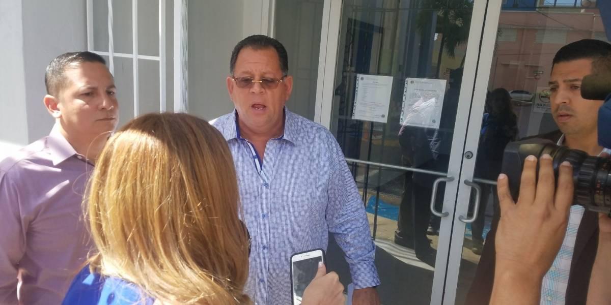 AEE cierra paso a la prensa y se forma altercado con alcalde