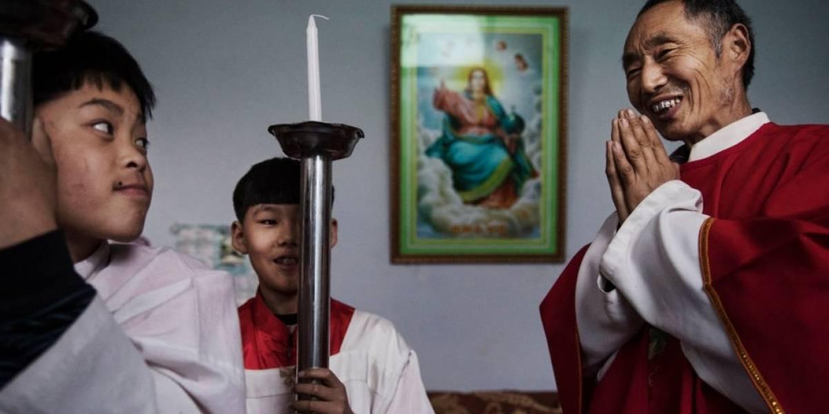 """""""El Vaticano nos está vendiendo"""": por qué el acercamiento del Papa a Pekín inquieta a los católicos de China"""