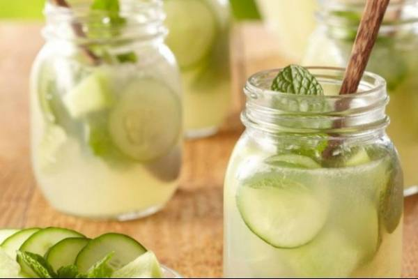 Agua de pepino y limón excelente remedio para adelgazar2