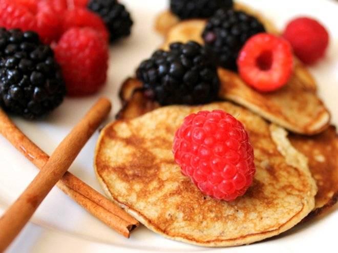 bananaandeggproteinpancakeswithberries.jpg