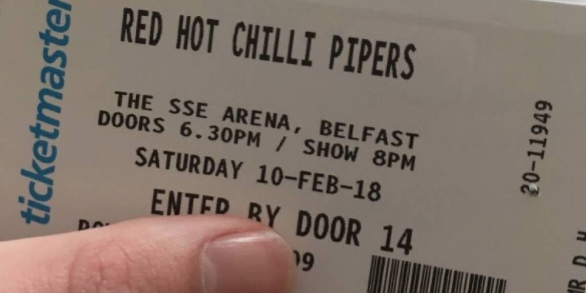 Creyó tener tickets para Red Hot Chili Peppers y, por una letra, terminó viendo una banda de gaitas