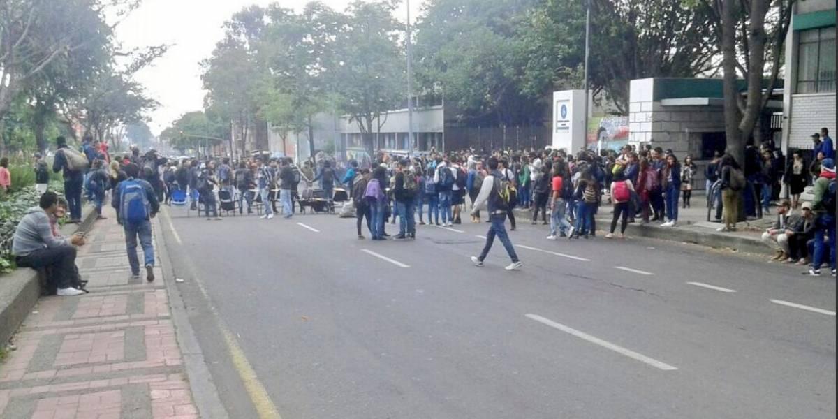 Fuertes disturbios entre estudiantes de la Pedagógica y el Esmad