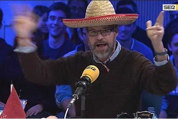 """Héctor de Miguel """"Quequé"""", con sombrero mexicano"""