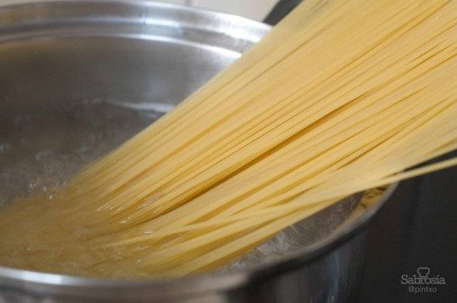 espaguetispeperoncino1660x438.jpg