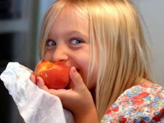 fruiteating5.jpg