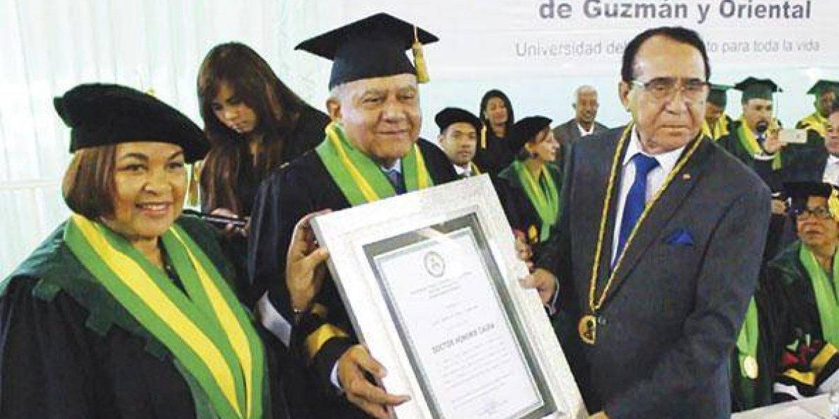 """UTESA reconoce al periodista Juan Bolívar Díaz con el título """"Doctor Honoris Causa"""""""