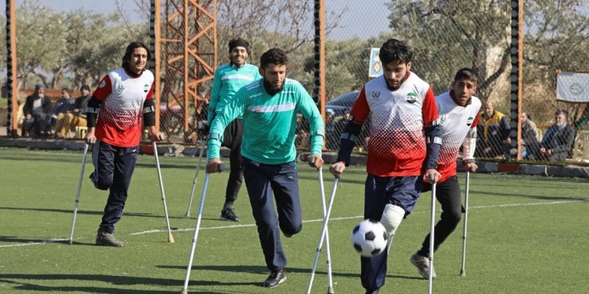 VIDEO. Mutilados de la guerra en Siria juegan al fútbol para recuperar la ilusión