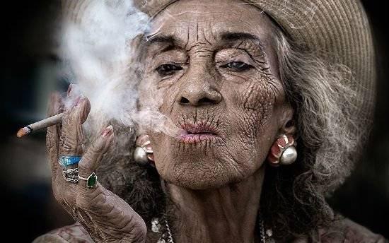 oldwomansmokingsandypowers800x500.jpg