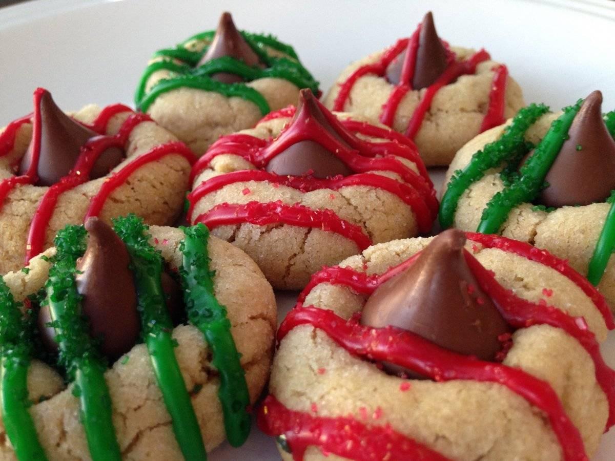 peanutbutterkissholidaycookies1.jpg