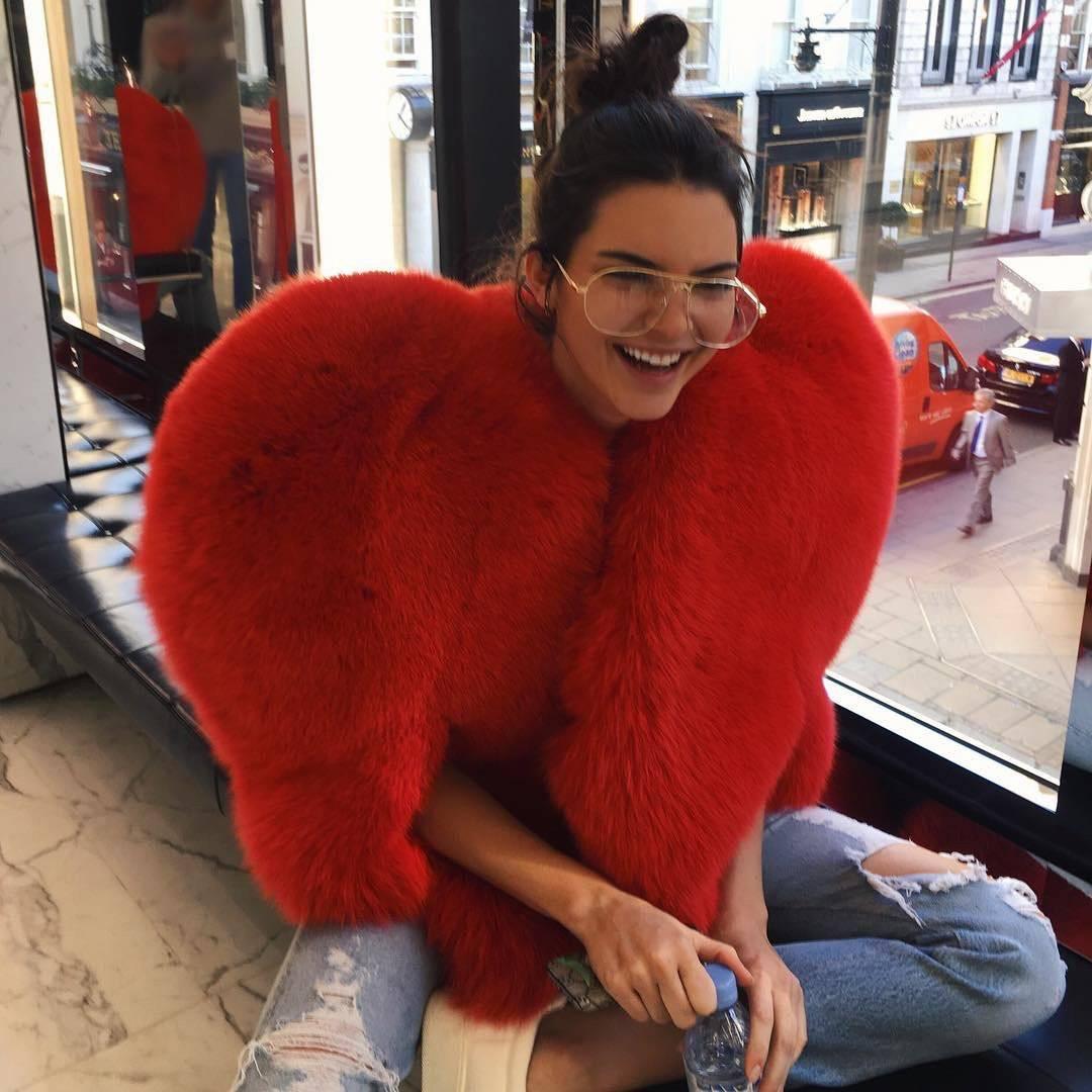 Capa de piel en forma de corazón de Saint Laurent