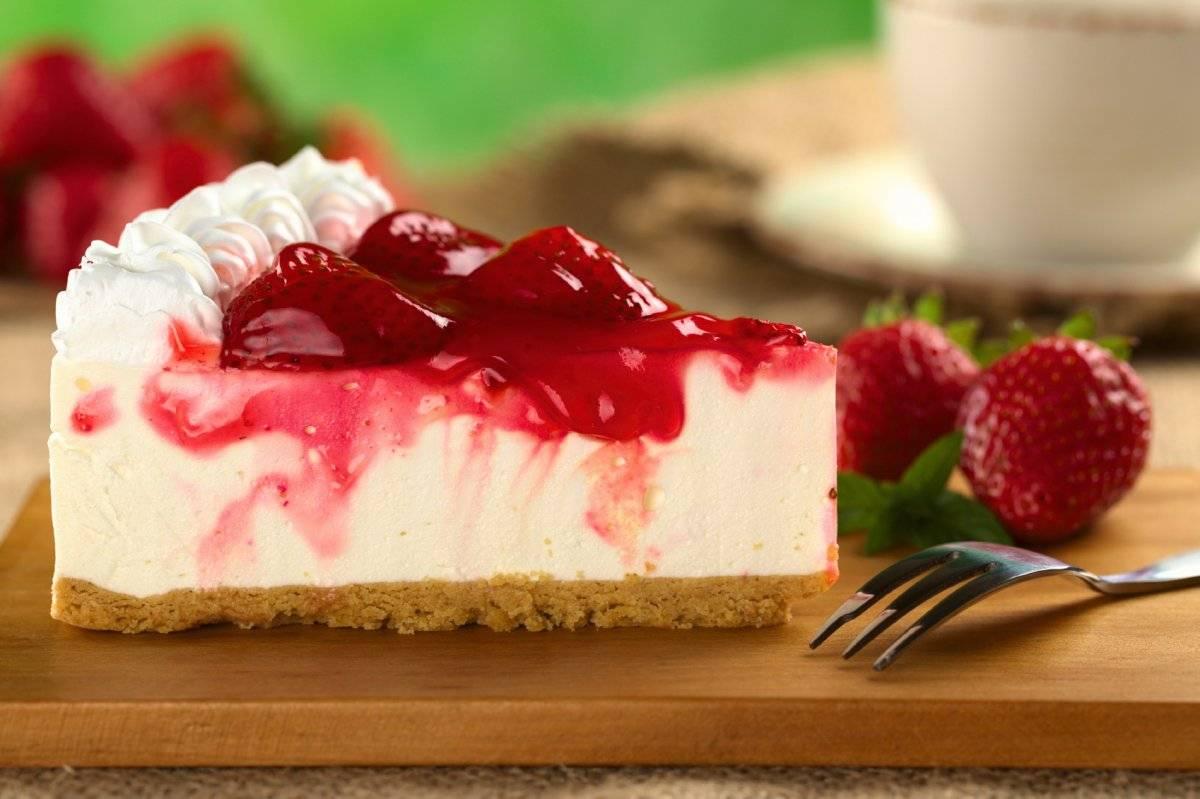 strawberrycheesecakewithstrawberrysyrup.jpg
