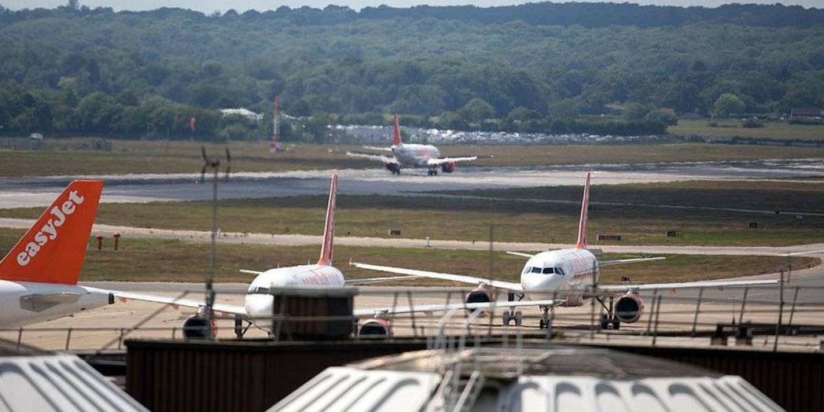 Feroz ataque del Eln a aeropuerto colombiano indigna al país