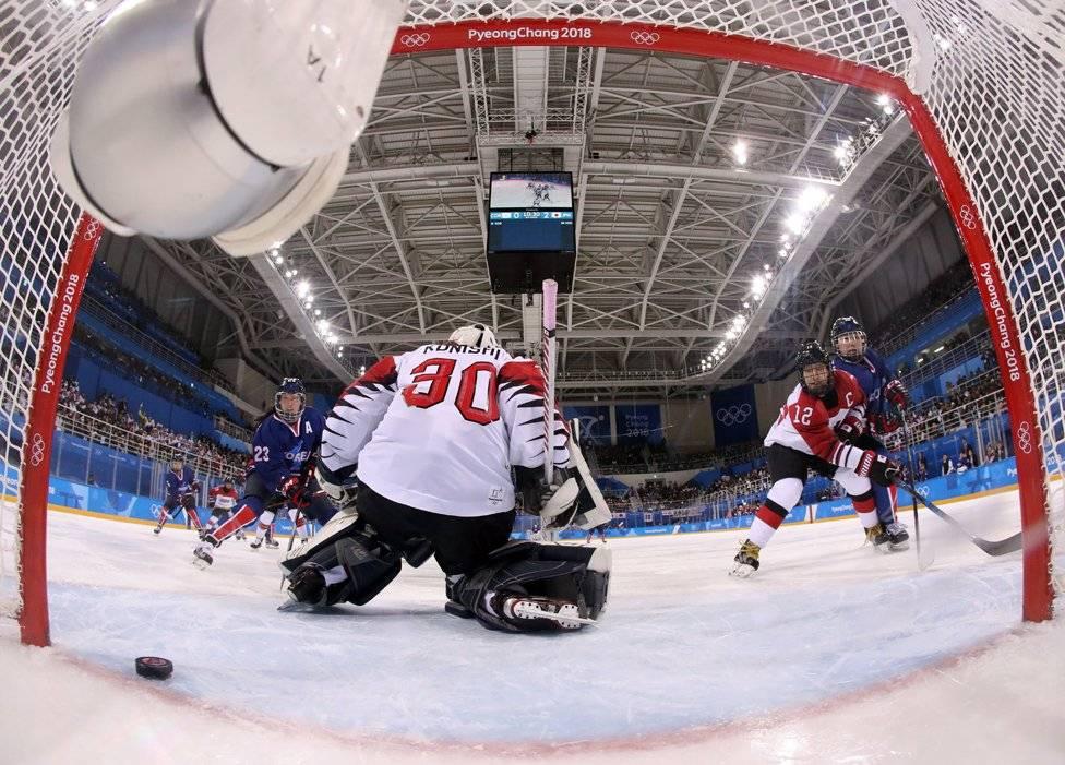 Histórico primer gol de Corea unificada en el hockey sobre hielo