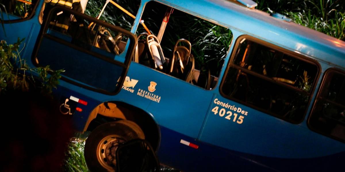 Acidente com ônibus deixa cinco mortos e 20 feridos em BH