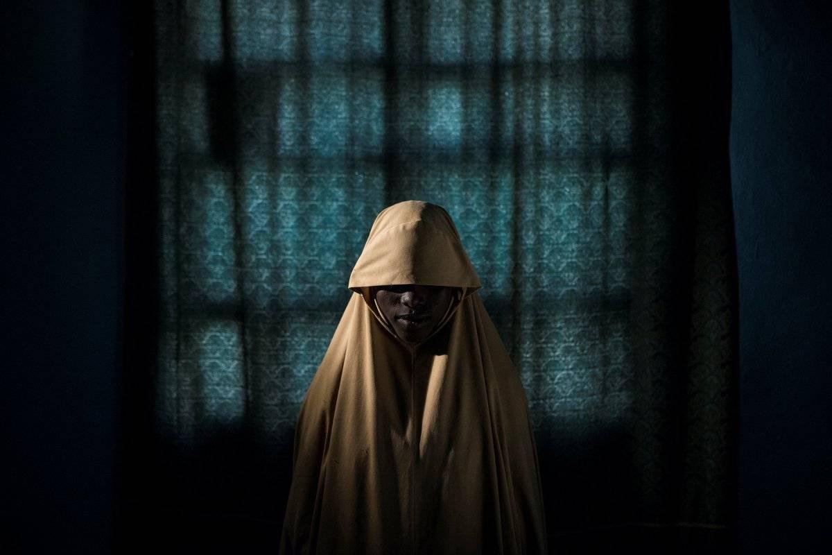 Categoria Foto do Ano: Aisha, menina que foi sequestrada pelo grupo terrorista Boko Haram e que conseguiu escapar antes de ataque suicida Adam Ferguson, for The New York Times/World Press Photo