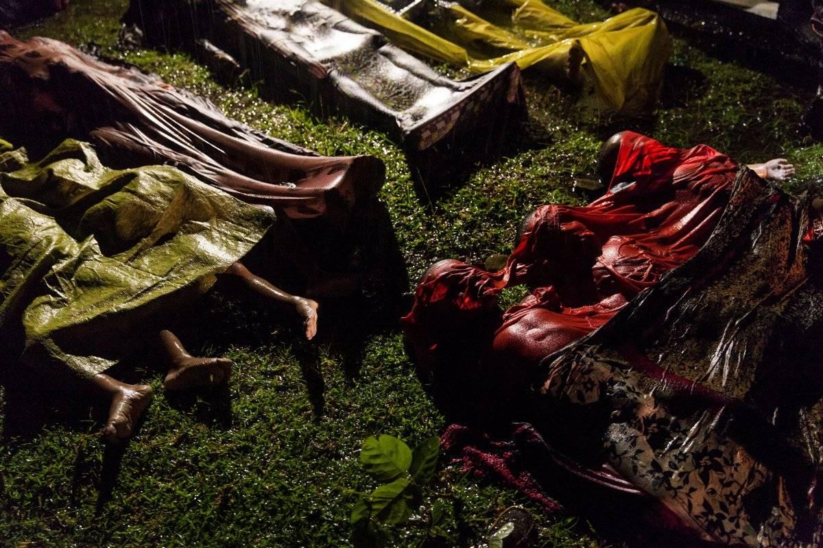 Categoria Foto do Ano: corpos de refugiados mortos em naufrágio durante fuga de Mianmar, na praia de Inani, em Bangladesh Patrick Brown, Panos Pictures, for Unicef/World Press Photo handout via REUTERS