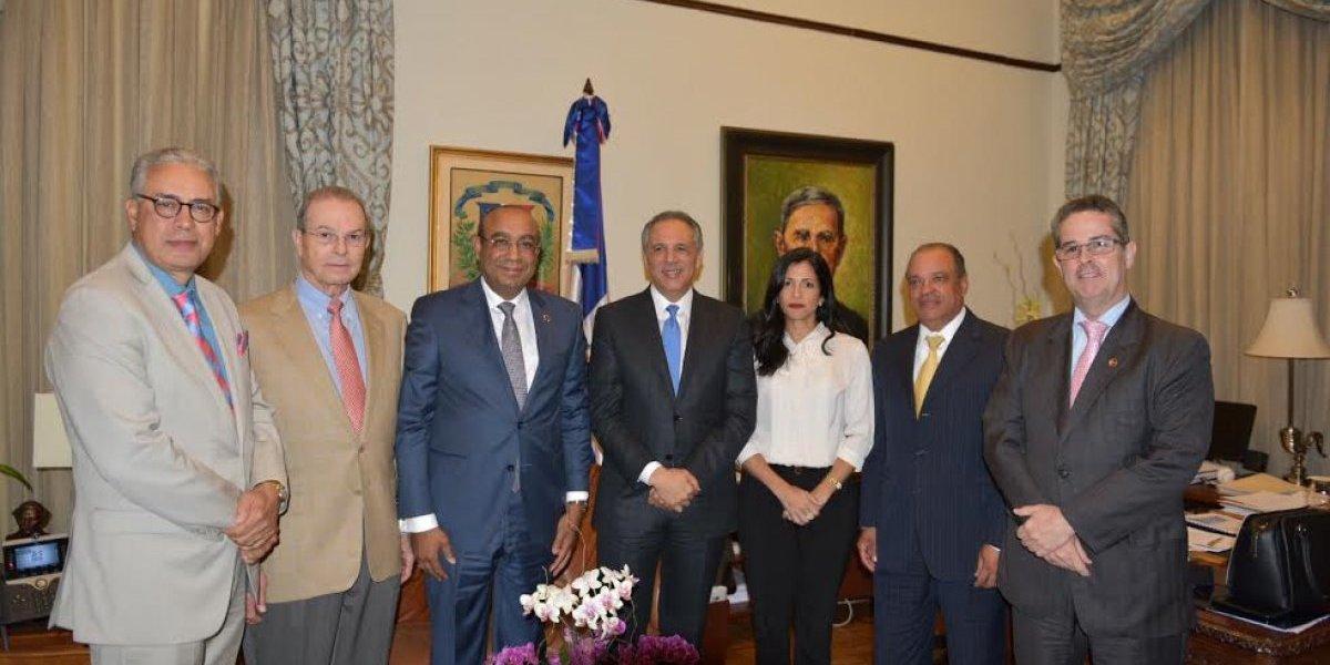 José Ramón Peralta dice va firme compromiso del Gobierno con las zonas francas