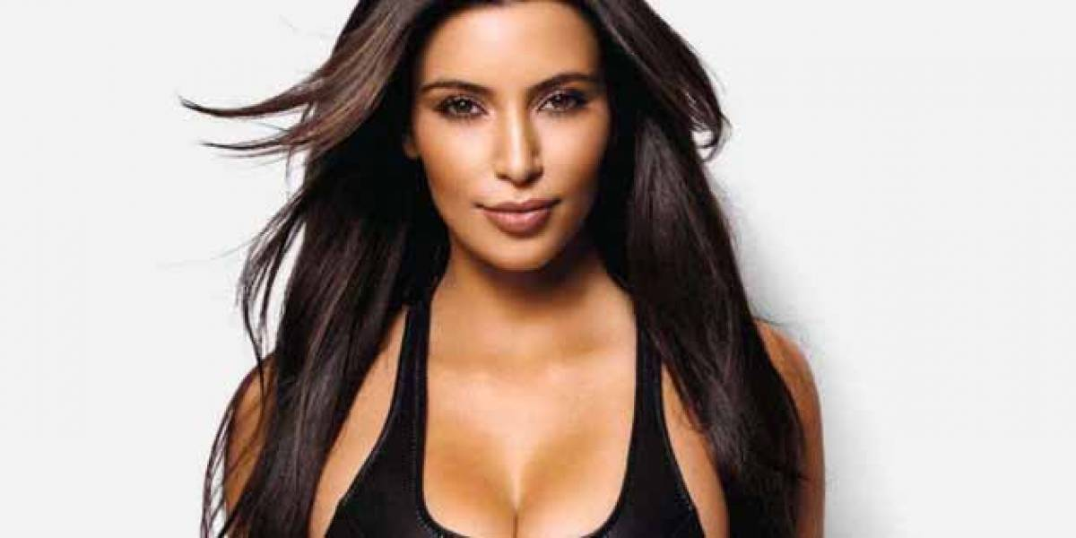 [FOTOS] Khloé Kardashian luce su avanzado embarazo en ropa interior