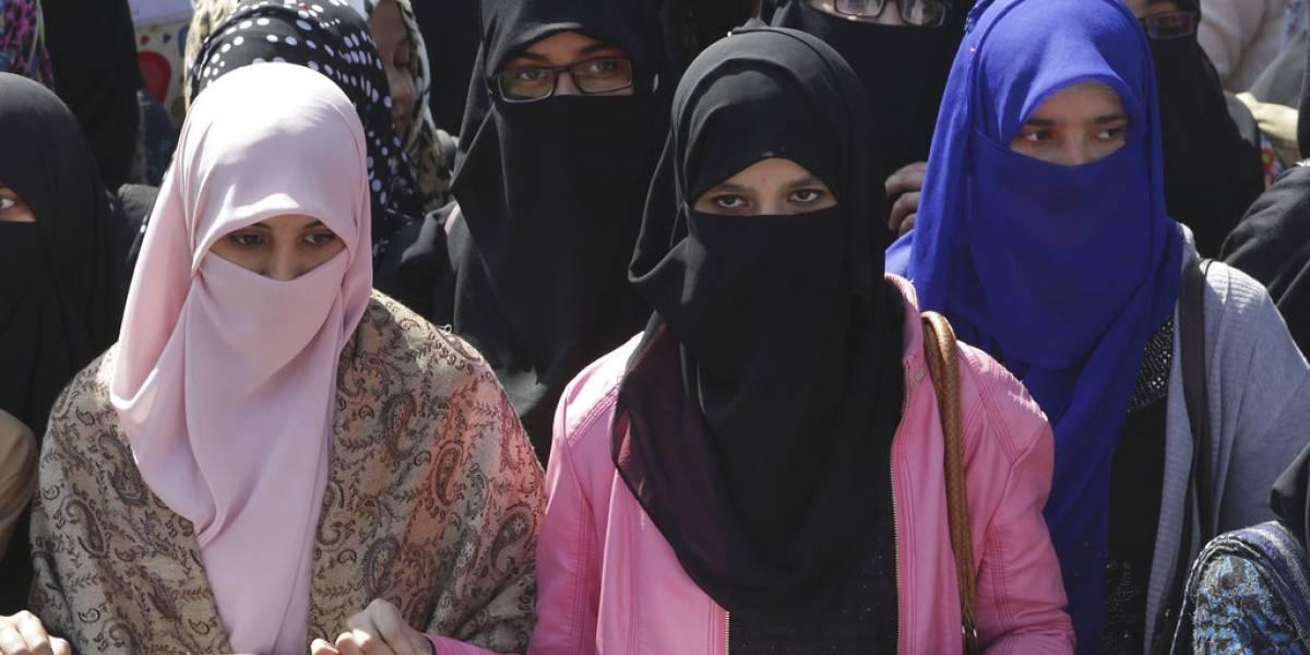 """En Indonesia y Pakistán le dicen """"NO"""" a cupido: estudiantes marchan en contra del día del amor"""