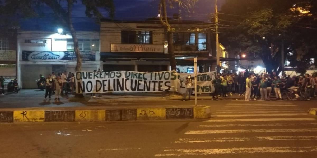 Hinchas del Deportivo Cali amenazaron de muerte a sus directivos