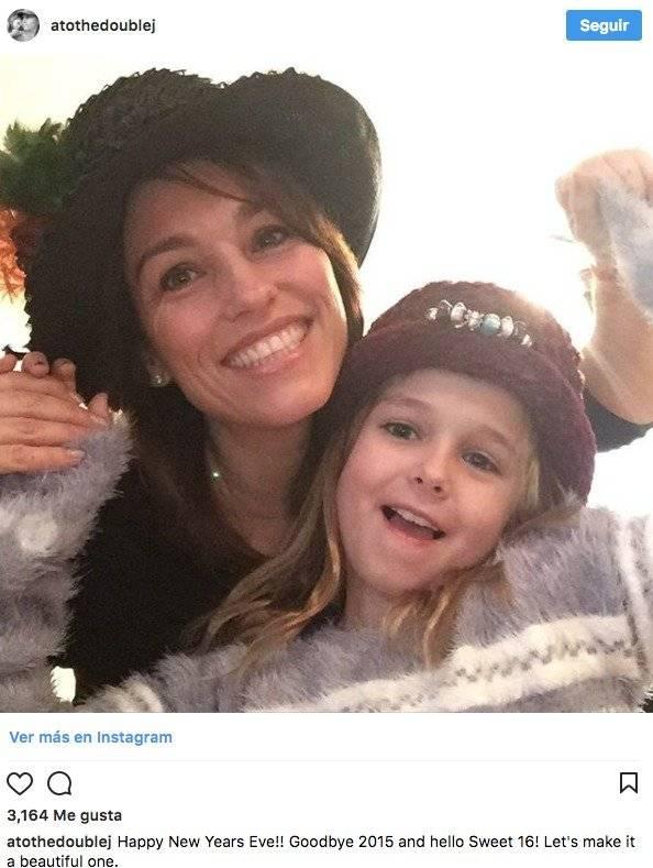 Amy Jo Johnson Instagram