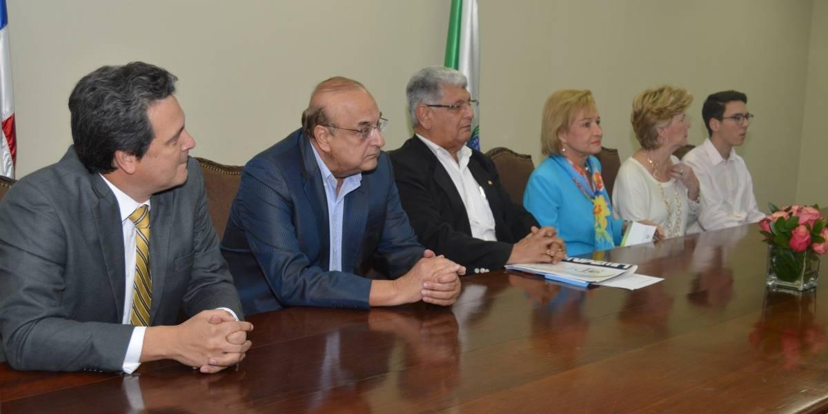 CENAPEC recibe donación de Fundación Farach