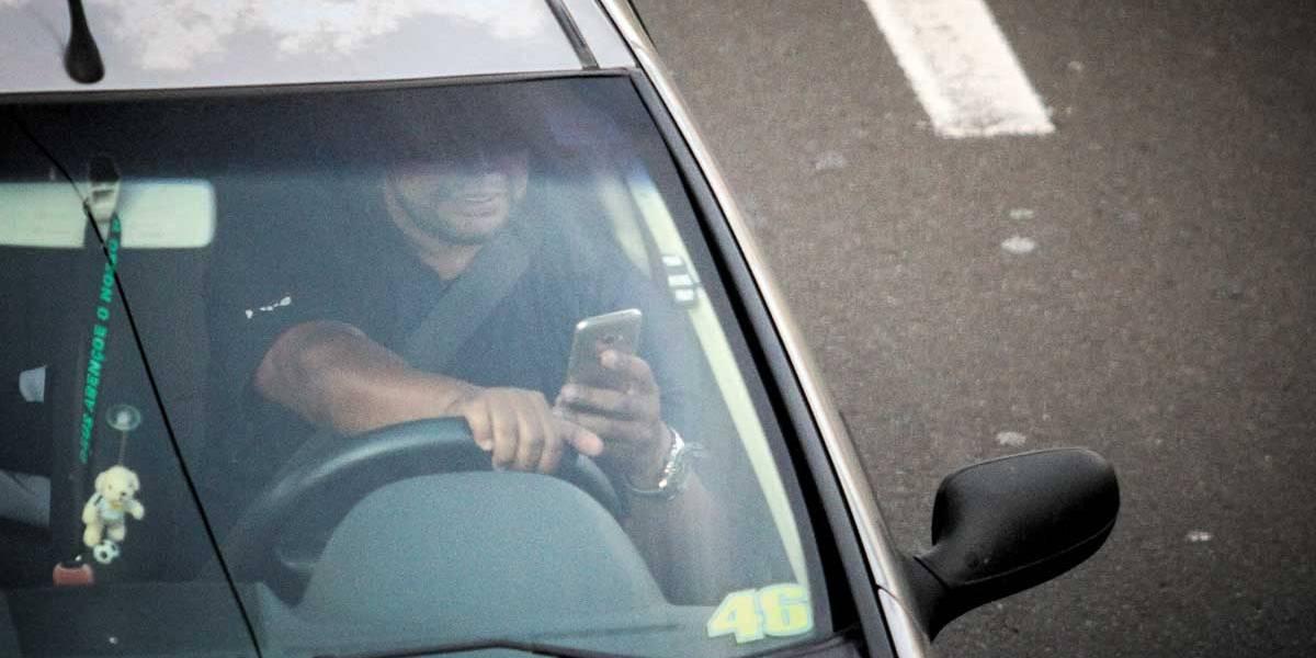 Celular ao dirigir multa 3,09 mil em 2017 em rodovias da região metropolitana de SP