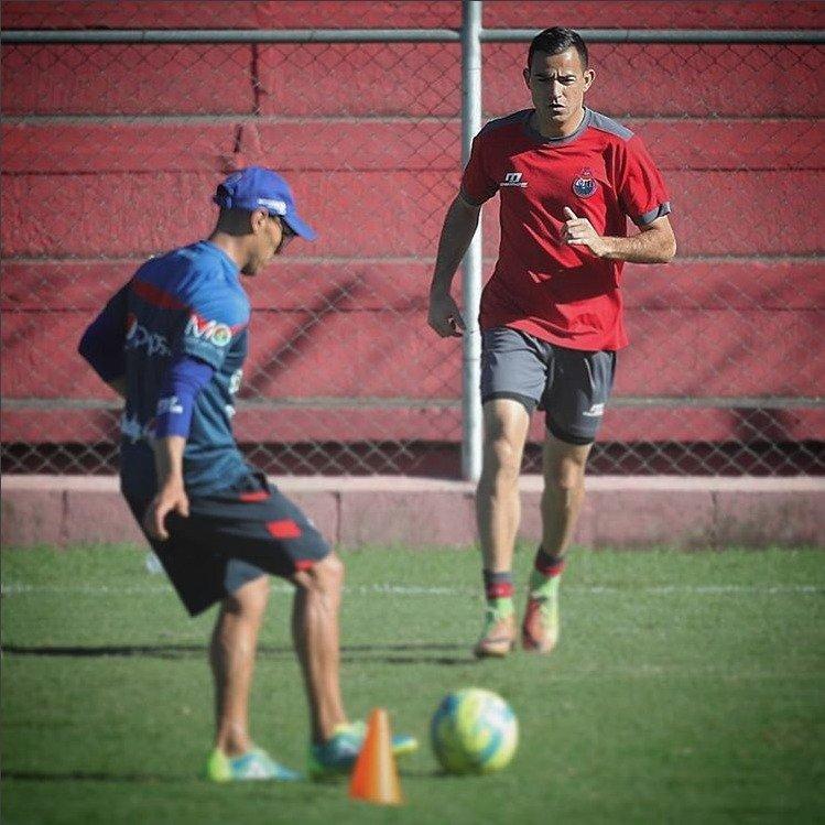 Pappa en un entreno con Iván Castillo