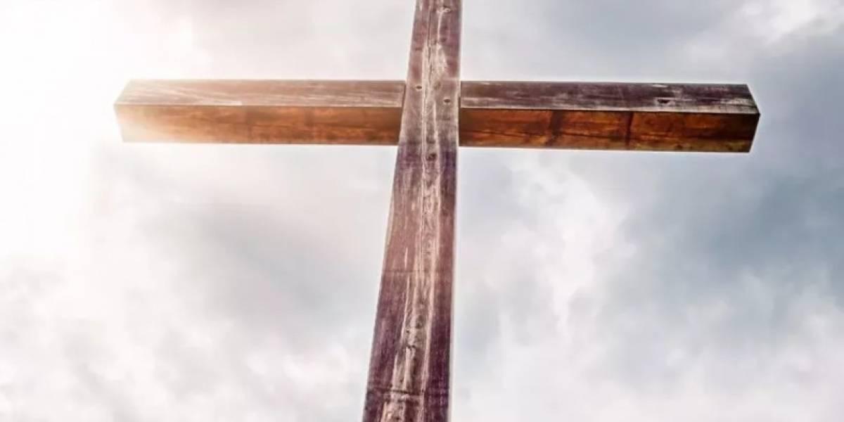 """Pastor es acusado de abusar sexualmente de menor de 17: le dijo que tenía """"múltiples personalidades"""" y que una de ellas estaba """"poseída por el demonio"""""""