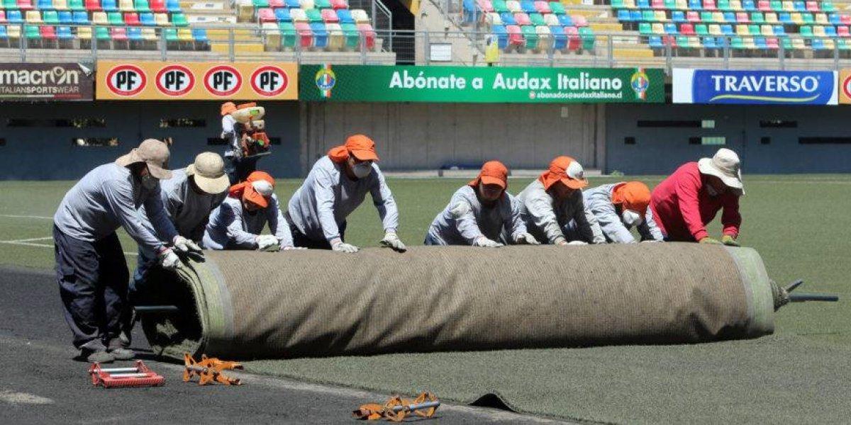 Audax Italiano comenzó la renovación del pasto sintético y mantiene en duda su localía ante Botafogo