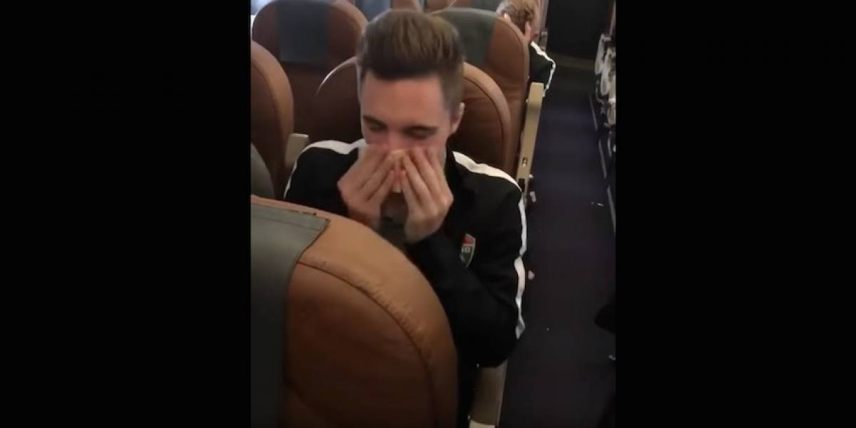 VIDEO: Futbolista ruso se suena la nariz con un billete y luego lo desecha