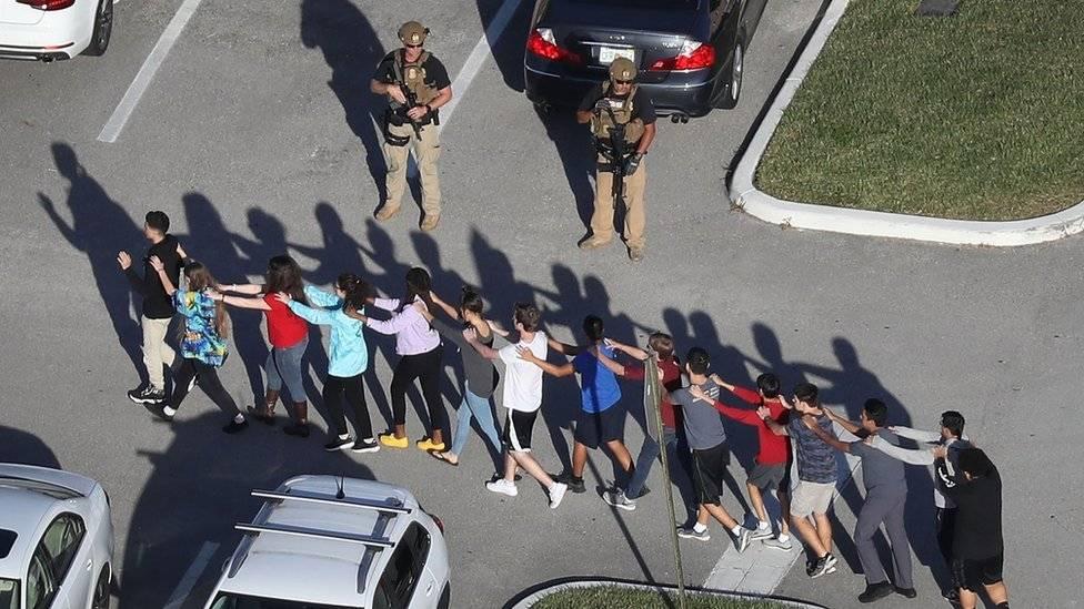 Juez determina prisión sin fianza para autor de tiroteo en Florida