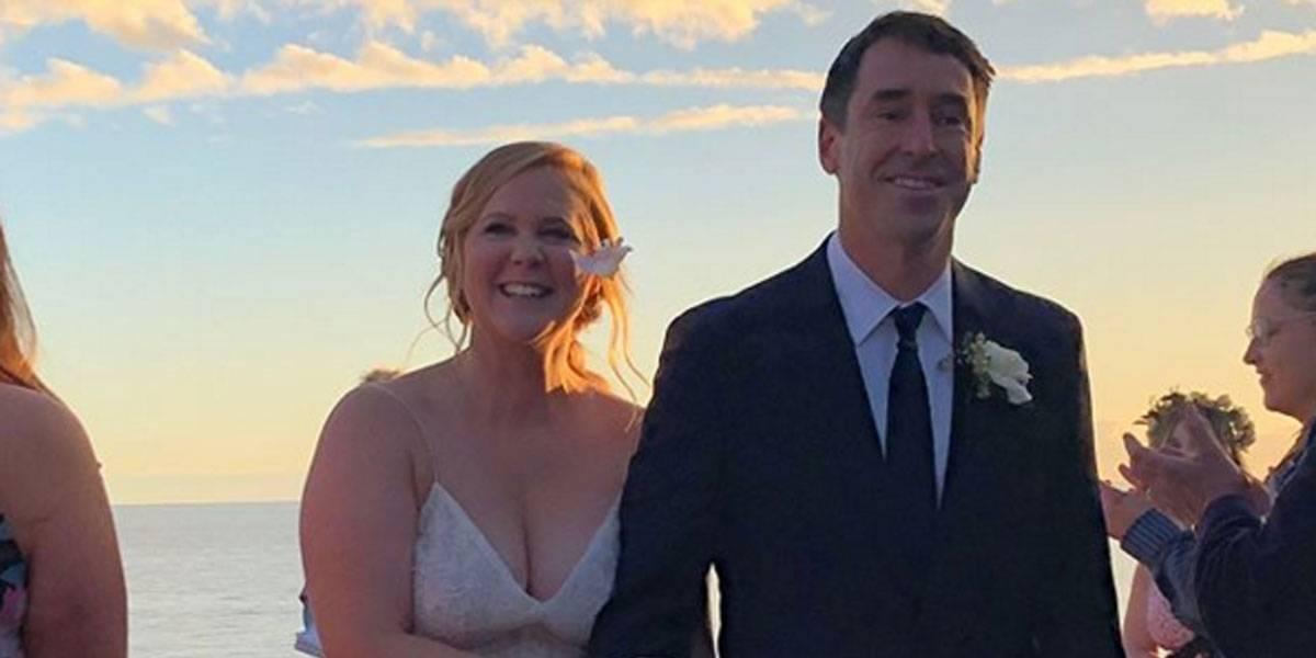 Amy Schumer se casa com chef de cozinha em cerimônia secreta; Jennifer Lawrence é madrinha